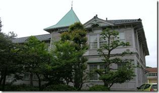 三尖塔校舎